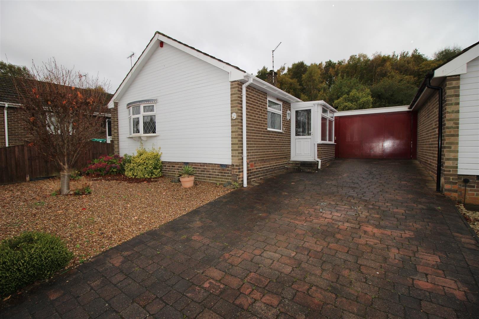 2 Bedrooms Bungalow for sale in Wadhurst Grove, Wollaton